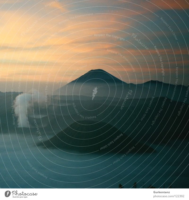 Orodruin Java Nebel Indonesien Wolken Morgen Asien Wetter Berge u. Gebirge schicksalsberg mount doom mount bromo Vulkan Rauch Himmel Morgendämmerung Aktion