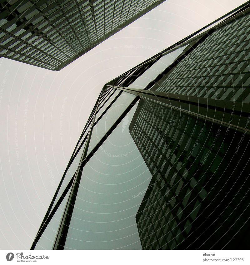 ::FRANK:: Haus groß Stadt Hochhaus Himmel Quadrat Gebäude Stahl Beton Spiegel Fenster Eisen kalt Teer schwarz graphisch einfach Frankfurt am Main eckig Ecke