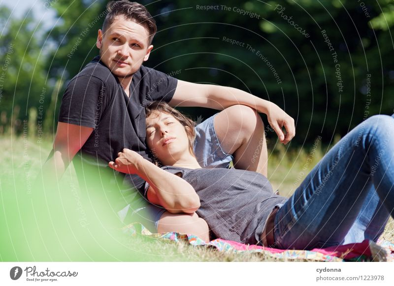 Gut gelegen Mensch Natur Ferien & Urlaub & Reisen Jugendliche Sommer Junge Frau Erholung Junger Mann 18-30 Jahre Erwachsene Leben Liebe Wiese Glück Freiheit