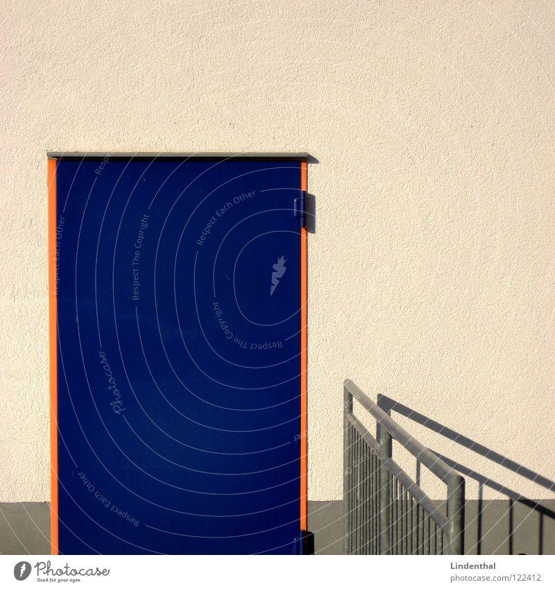 ENTER weiß blau Wand orange Tür Geländer Rahmen Fußtritt fassungslos Enter