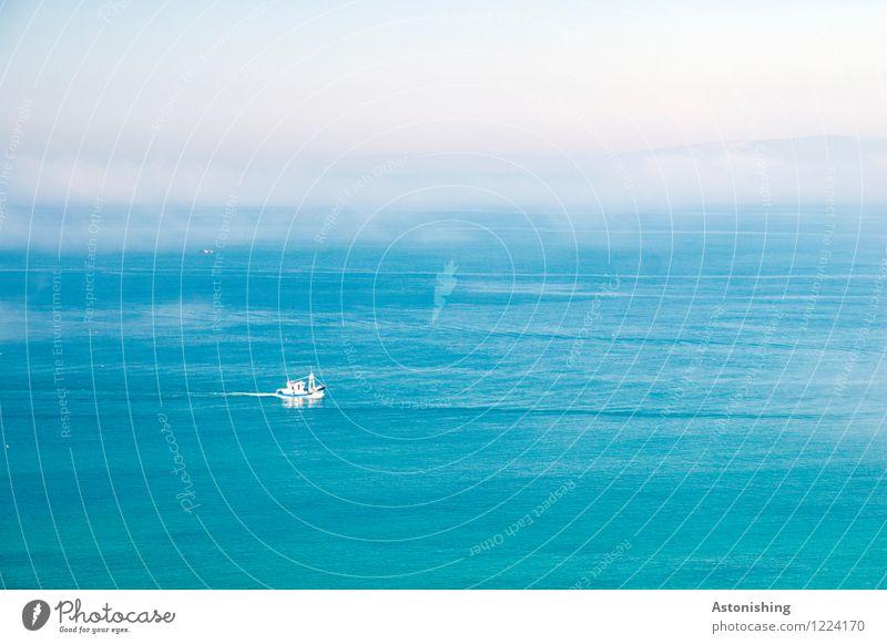 das Boot Umwelt Wasser Himmel Horizont Sommer Wetter Nebel Meer Mittelmeer Schifffahrt Bootsfahrt Schwimmen & Baden groß blau weiß Ferne Gibraltar Marokko