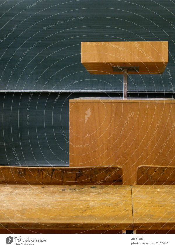 Leistungsdruck ruhig Holz Schule Raum Zusammensein Schilder & Markierungen Platz Studium leer lesen Show Kommunizieren Ziel beobachten Bildung schreiben