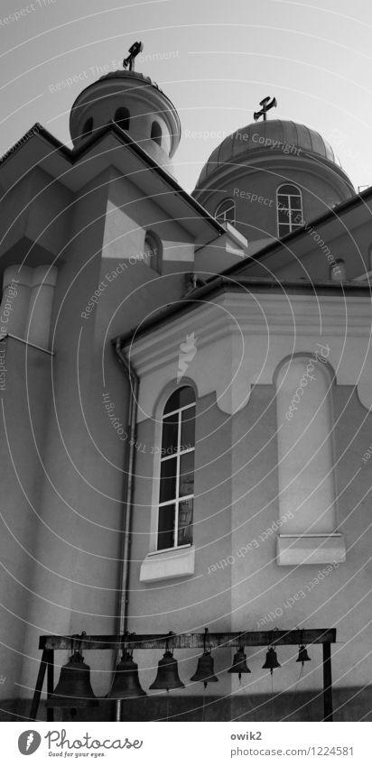 Hoch und heilig Wand Architektur Gebäude Mauer Fassade hoch Kirche Bauwerk Christliches Kreuz Christentum Gotteshäuser Kirchenfenster Osteuropa Orthodoxie