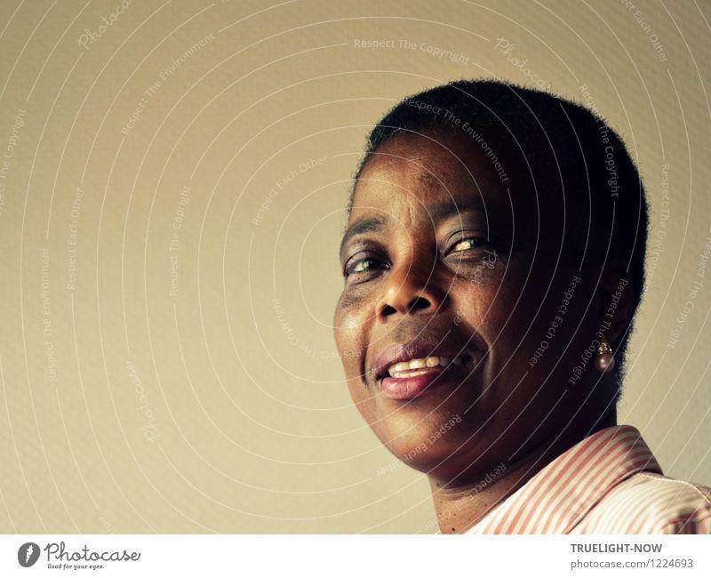Seitenblick Mensch Frau schön weiß Erotik schwarz Erwachsene Gesicht Auge natürlich feminin braun Kopf rosa Kraft authentisch