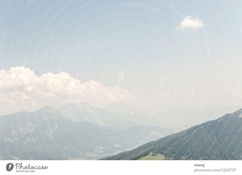 Feine Wolkenstimmung über dem Ennstal. Blick zum Stoderzinken, Kamm und Grimming. Natur Landschaft Himmel Frühling Sommer Wetter Schönes Wetter Alpen