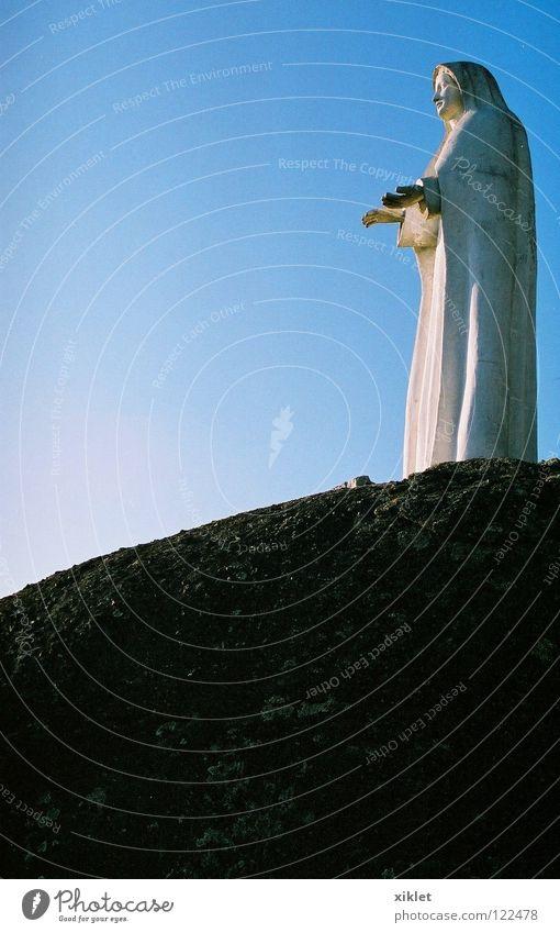 Maria Hand Himmel blau Farbe Stein Familie & Verwandtschaft Himmel (Jenseits) Religion & Glaube Felsen Hilfsbereitschaft Mutter Vertrauen Statue Top