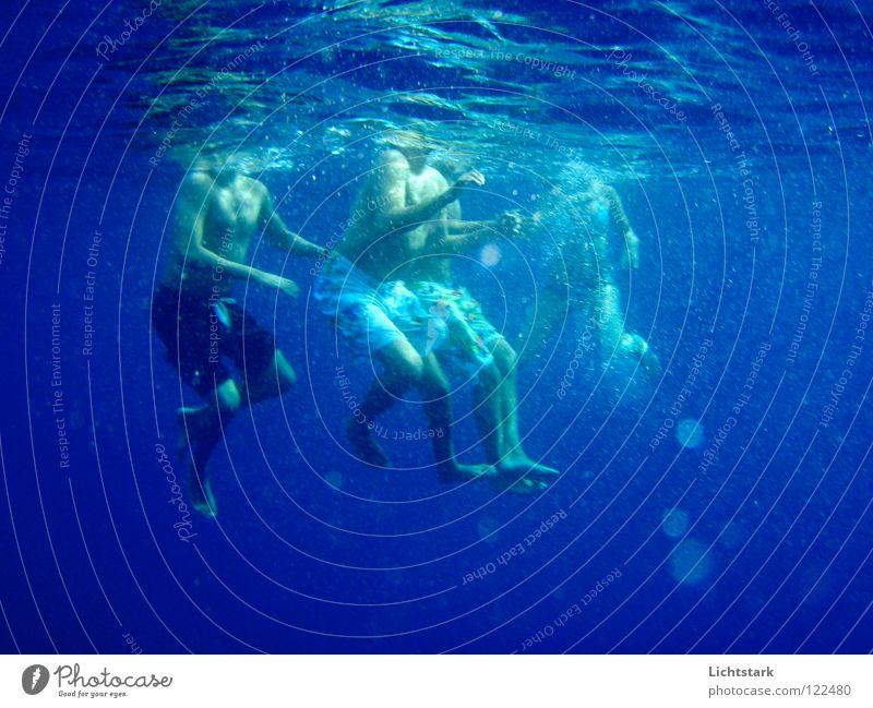 kopf über Wasser Meer blau Freude Farbe Sport Spielen Wellen tauchen Meerwasser