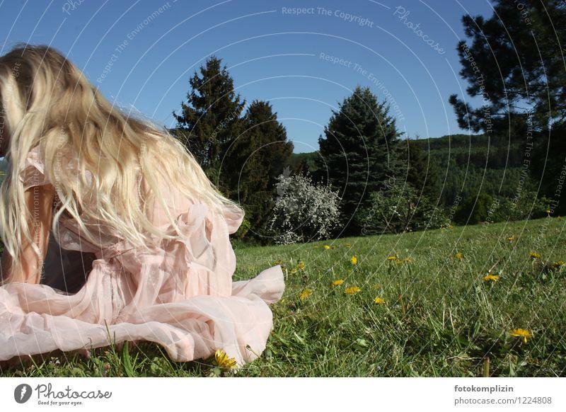 mädchen_fee Mensch Natur schön Mädchen Wiese feminin Haare & Frisuren Idylle Kindheit blond Rücken genießen Blühend Romantik Kleid Kitsch