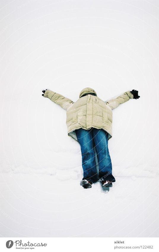 Schnee weiß Ferien & Urlaub & Reisen Freude Winter Erholung kalt Gefühle Freiheit liegen Hose Jacke genießen Jeansstoff frieren Mantel