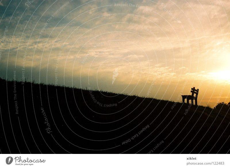 Sitz Deutschland Ferien & Urlaub & Reisen Erholung genießen Natur Sonnenuntergang Wolken Himmel Reflexion & Spiegelung Feld Wiese Bayern Romantik Sonnenlicht