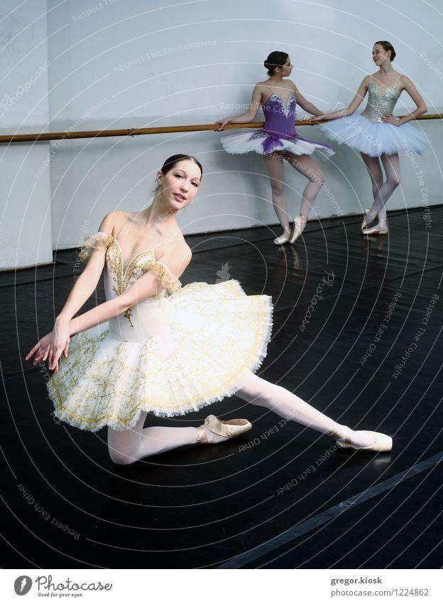 Hingabe an die Kunst des Bewegens Mensch Jugendliche schön weiß Junge Frau 18-30 Jahre Erwachsene oben glänzend elegant Körper gold Tanzen ästhetisch weich