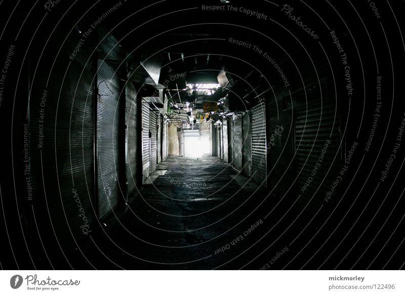 suk - markt in damaskus Basar ruhig geschlossen Menschenleer Marktplatz Licht Tunnel Lichttunnel Garage Geburt Fragen Antwort Spielen Götter gehen obskur