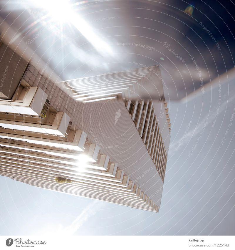 aida Stadt Haus Hochhaus Fassade blau Zukunft Raumfahrzeuge Himmel Sonnenstrahlen Farbfoto Außenaufnahme Experiment Licht Schatten Kontrast Unschärfe