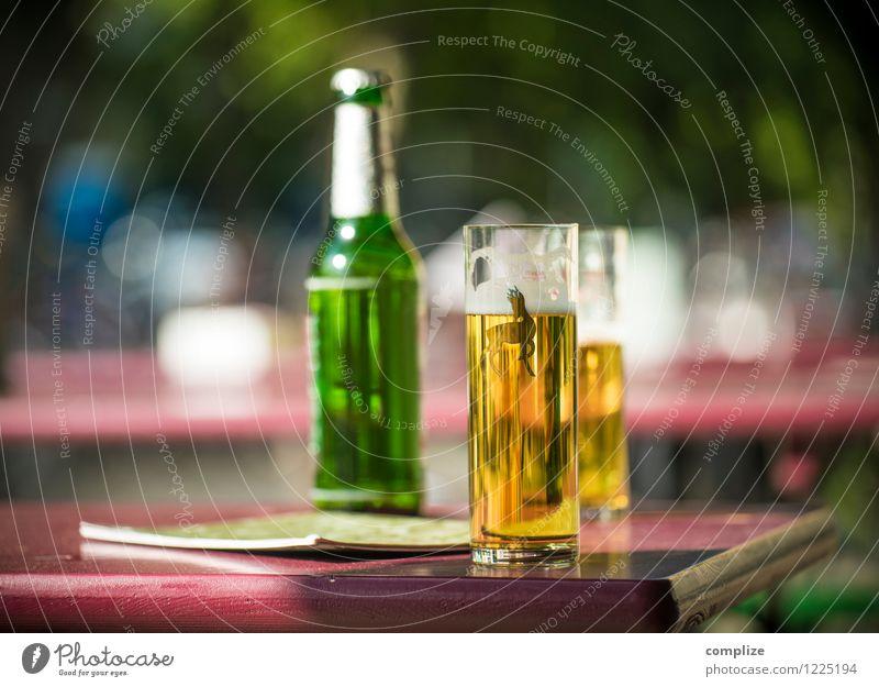 Kölsch im Biergarten Getränk trinken Alkohol Glas Lifestyle Freude Nachtleben Restaurant Bar Cocktailbar Strandbar ausgehen Feste & Feiern Gastronomie