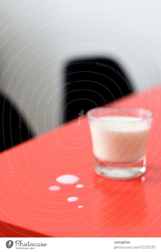 Die Milch rot Gesunde Ernährung Gesundheit Lebensmittel Gesundheitswesen rosa Glas Wassertropfen Getränk Fitness Küche trinken Wellness Stuhl Gastronomie