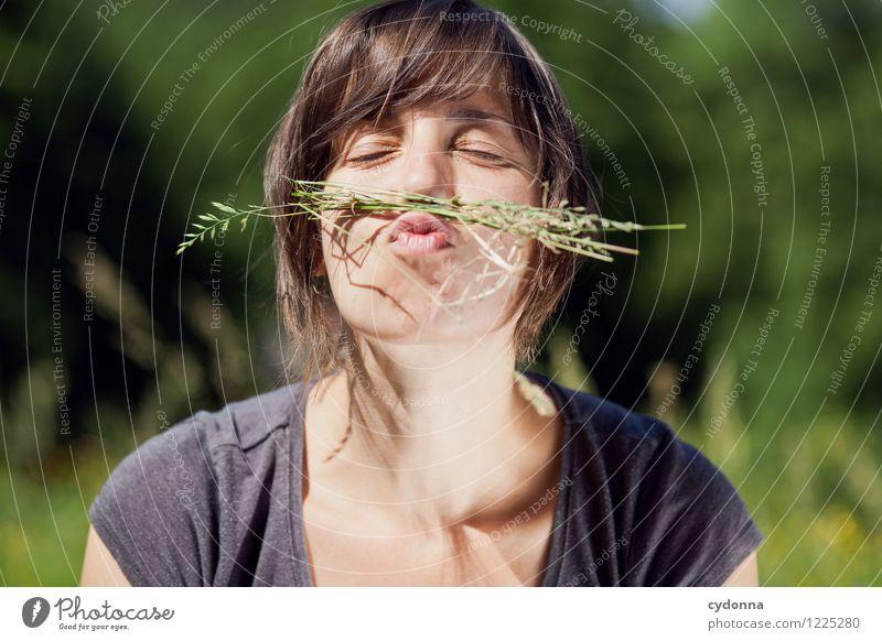 The Great Bart Experience Freude Gesundheit Allergie Leben Wohlgefühl Mensch Junge Frau Jugendliche 18-30 Jahre Erwachsene Natur Sommer Gras Oberlippenbart