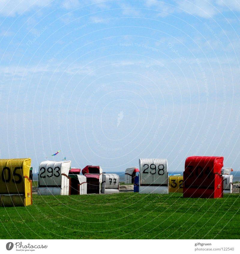 kreuz und quer Himmel blau Sommer Strand Ferien & Urlaub & Reisen Wiese Gras Küste Freizeit & Hobby chaotisch Nordsee Drache durcheinander Strandkorb