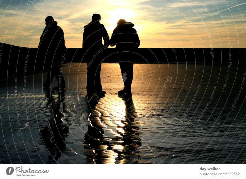 """""""day-walker"""" Meer Strand Wellen Reflexion & Spiegelung Stimmung Dämmerung Sonnenuntergang Wolken Erde Sand Menschengruppe Küste Spuren Stranddüne reflektion"""