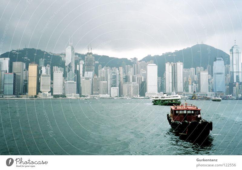 Welcome to Hongkong Wasserfahrzeug Hochhaus Insel Bank Asien Geldinstitut China Skyline Schifffahrt Hongkong Fähre