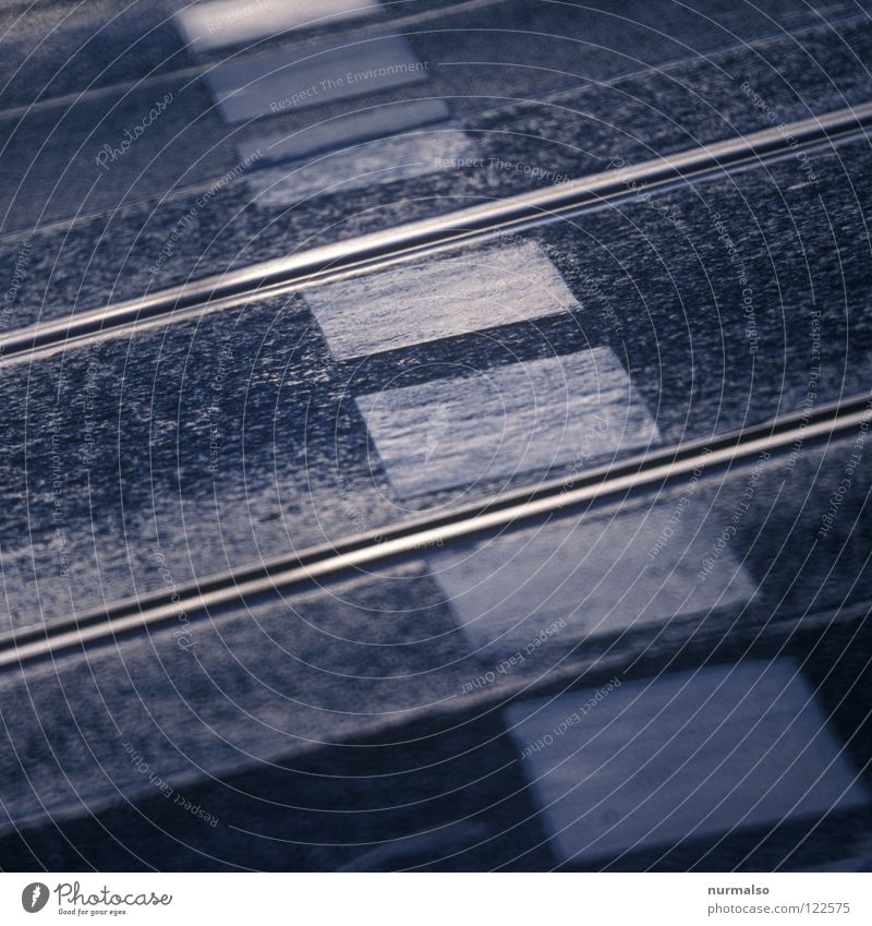 Eiserner Aufstieg weiß Stadt schwarz Ferne Straße Stil Berge u. Gebirge Wege & Pfade Metall dreckig Architektur glänzend Schilder & Markierungen Eisenbahn