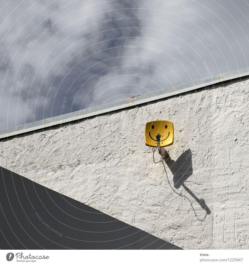 Spreedorado | Hallo Welt Technik & Technologie Unterhaltungselektronik Informationstechnologie Satellitenantenne Kabel Himmel Wolken Schönes Wetter Mauer Wand
