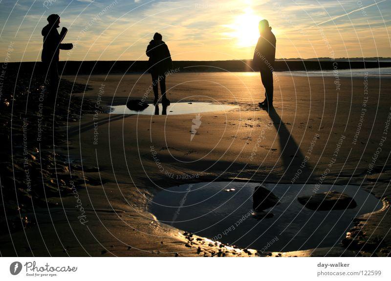 Mission to Mars Meer Strand Wellen Reflexion & Spiegelung Stimmung Dämmerung Sonnenuntergang Wolken Menschengruppe Küste Erde Sand Spuren Stranddüne reflektion