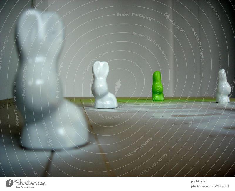 lackhaeschen_02 Ostern Osterei Frühling Hase & Kaninchen Wiese Suche Tradition weiß grün Schokolade Löffel Freude Süßwaren Osterhase verstecken Lack Ohr