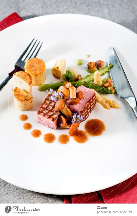 Schweinerei Fleisch Gemüse Kräuter & Gewürze Pilz Spargel Kartoffeln Saucen Mittagessen Abendessen Italienische Küche Geschirr Teller Besteck ästhetisch elegant