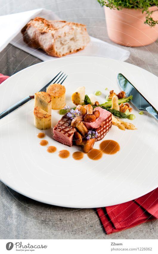 Schwein, das ist fein! Speise Gesundheit Foodfotografie Design elegant ästhetisch Ernährung genießen Beton Kochen & Garen & Backen Sauberkeit Gemüse Geschirr Pilz Brot Teller
