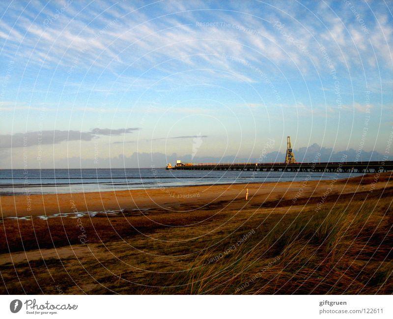 saisonende Saisonende Herbst Herbstlandschaft Küste mehrfarbig Jahreszeiten Strand Meer Wolken Vergänglichkeit Oktober November schlechtes Wetter Nordsee