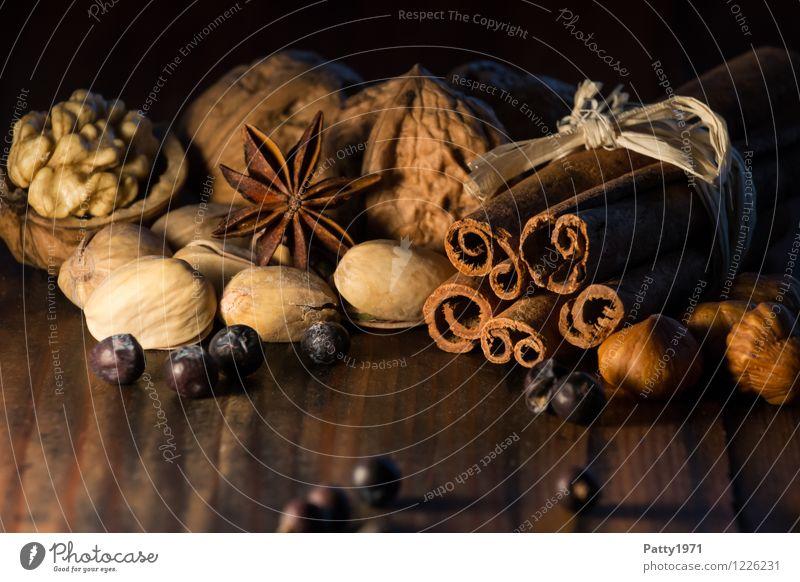 Weihnachtsgewürze Lebensmittel Kräuter & Gewürze Nuss Walnuss Haselnuss Zimt Sternanis Pistazie Wacholderbeere Beeren Ernährung Bioprodukte