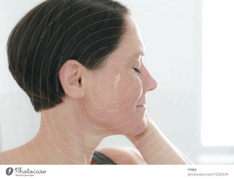 Leichtigkeit Mensch Frau schön Erholung ruhig Erwachsene Gesicht Leben Gefühle natürlich Stil Gesundheit Haare & Frisuren Lifestyle Kopf träumen