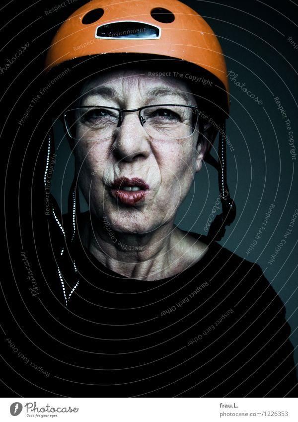 exaltiert Lippenstift Wimperntusche Fitness Freizeit & Hobby Fahrrad Mensch feminin Weiblicher Senior Frau Leben Gesicht 1 60 und älter Brille Helm beobachten