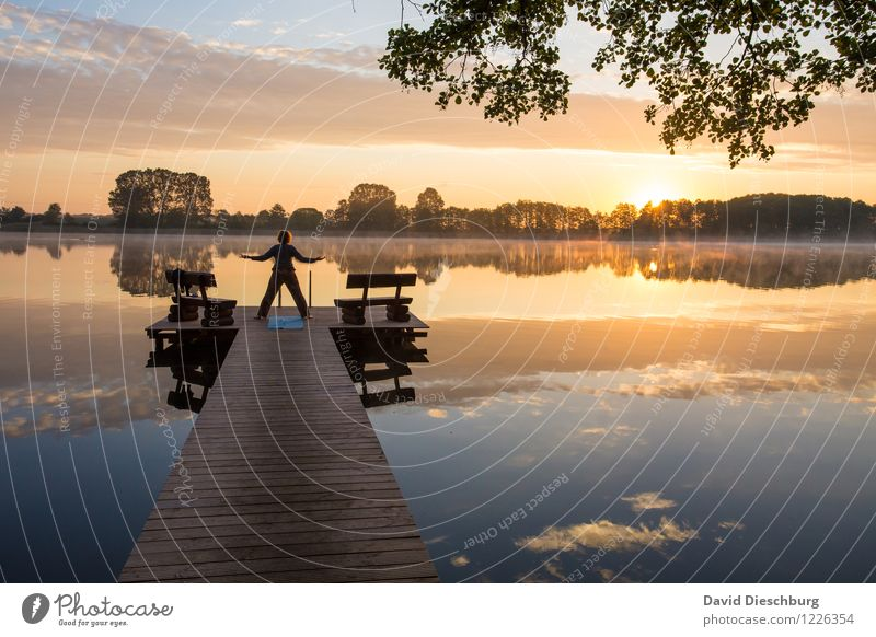 Yoga am Morgen Wellness Leben harmonisch Wohlgefühl ruhig Meditation Kur Ferien & Urlaub & Reisen Sommerurlaub Körper 1 Mensch Himmel Wolken Frühling Herbst