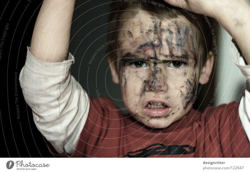... weicher Kern Kind Gesicht Spielen Junge Angst Fassade gefährlich bedrohlich Bild streichen Maske Karneval Wut Gewalt schreien Gesichtsausdruck