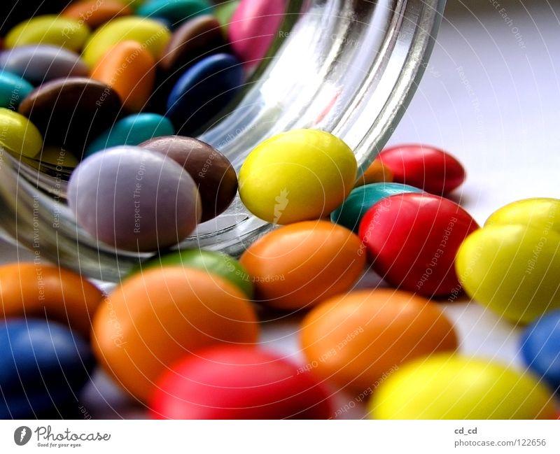 Vieleviele bunte Smarties Schokolinsen Tablette Makroaufnahme mehrfarbig Süßwaren Schokolade Zuckerguß Glas liegen