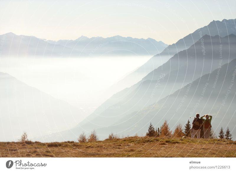 Bergzauber Ferien & Urlaub & Reisen Berge u. Gebirge wandern Paar Erwachsene 2 Mensch Umwelt Natur Landschaft Herbst Schönes Wetter Nebel Südtirol