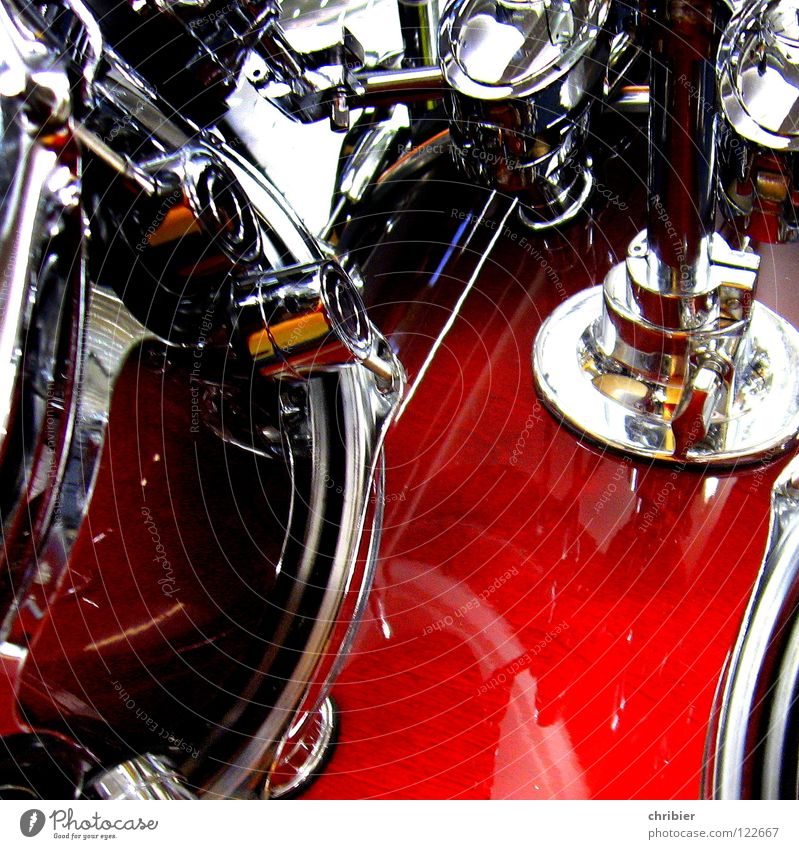 Chrome rot Freude ruhig Metall Musik glänzend Kultur hören Konzert Bühne silber Musikinstrument laut Entertainment Schlagzeug Krach