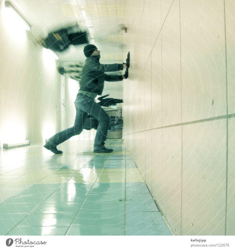 s-bahnsurfer Mann Silhouette Dieb Krimineller Fußgänger Schacht Tunnel Untergrund Ausbruch Flucht umfallen Fenster Parkhaus Licht Geometrie Gegenlicht Jacke