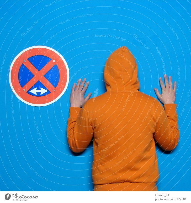 was falsch verstanden Mensch Mann blau Hand weiß schön rot Farbe Wand Mauer orange Deutschland Arme Schilder & Markierungen maskulin Verkehr