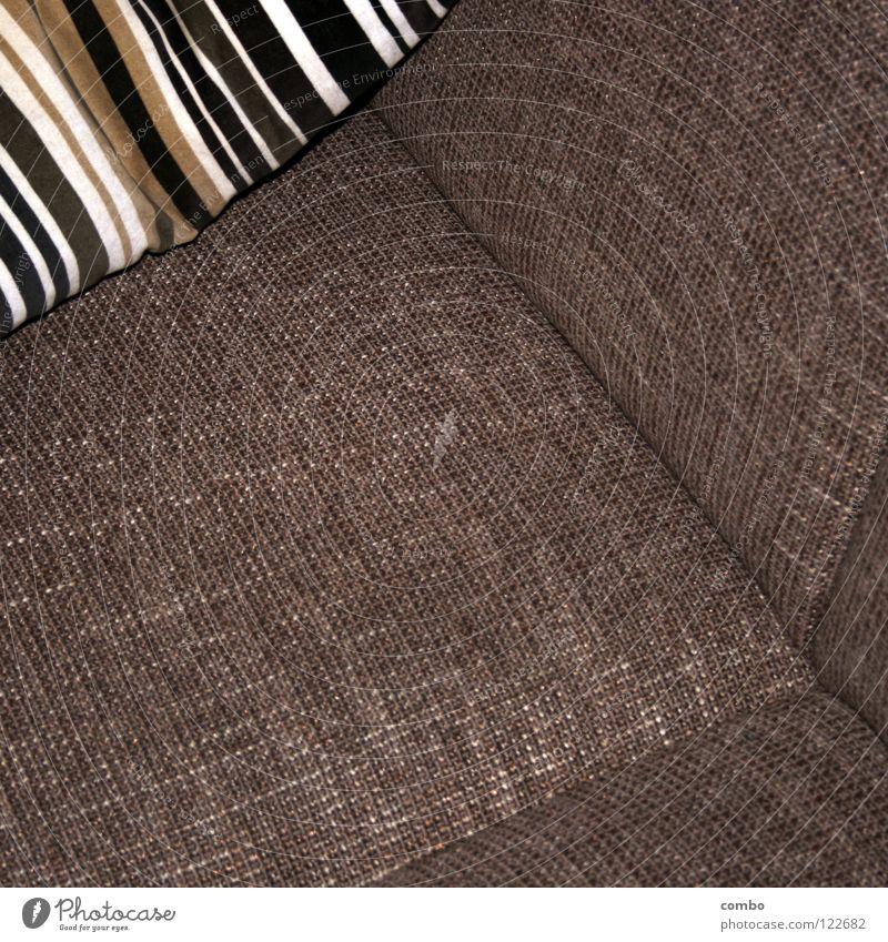 Sofa und Kissen retro Design Physik Stoff grau Rechteck Erholung Wohnzimmer Raum Stimmung gemütlich Zufriedenheit ruhig Geborgenheit Innenaufnahme gewebt