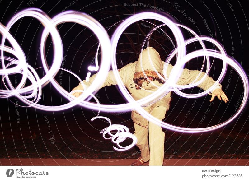 I L L usion Langzeitbelichtung Blitze Schreibstift Lampe Feld Bürgersteig Fußweg maskulin Körperhaltung Schriftzeichen Symbole & Metaphern hocken dunkel