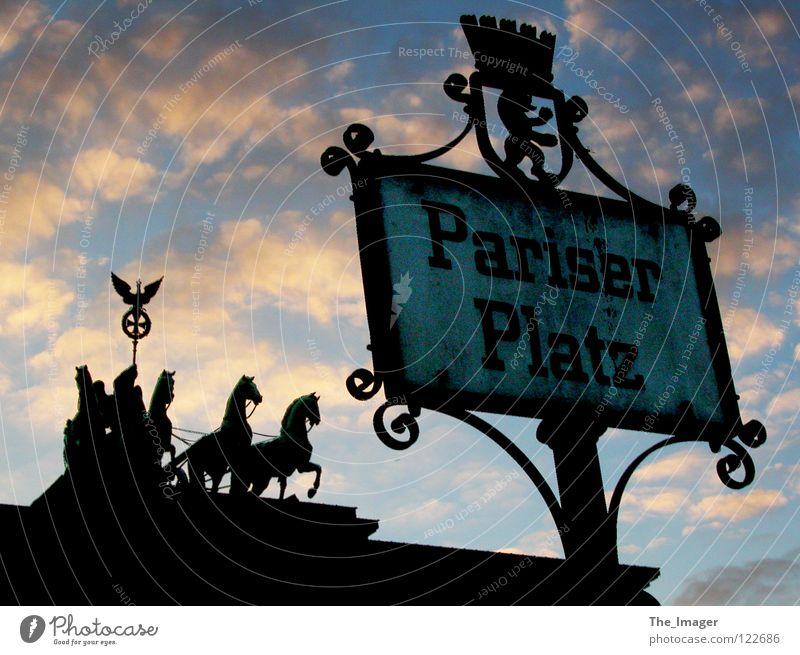 Pariser Platz Ferien & Urlaub & Reisen Stadt Berlin Kunst Deutschland Tourismus Erfolg Symbole & Metaphern Pferd Mitte Denkmal Teilung Hauptstadt