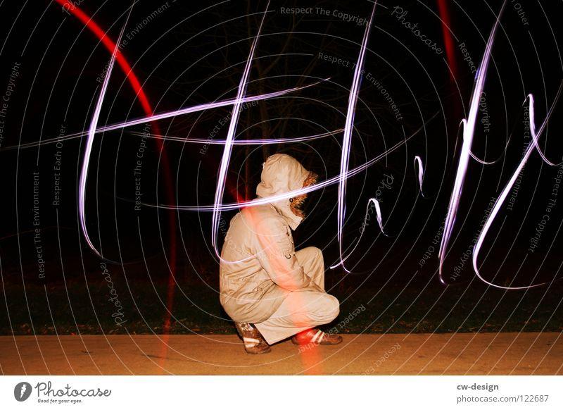 I L L usion II Mensch Lampe dunkel Wege & Pfade Beleuchtung Feld maskulin sitzen Körperhaltung Schriftzeichen Freizeit & Hobby Zeichen Blitze Bürgersteig