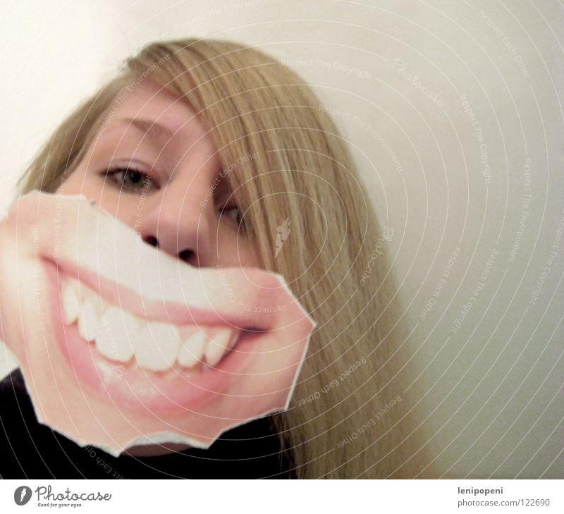 Frontalpatchmouth Lippen Frau blond schwarz Fotografie ausgerissen Freude Zahnarzt lachen Mund grinsen aufgeklebt verstecken Gefühle hell bleich