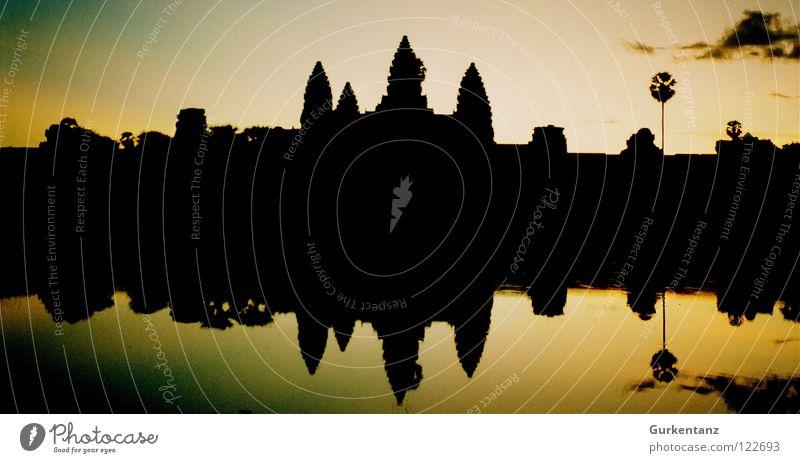 Schatten von Angkor Wasser See Turm Asien Kultur Denkmal Gesang Wahrzeichen Abenddämmerung Tempel Erbe Gotteshäuser Abendsonne Kambodscha Duett Angkor Wat