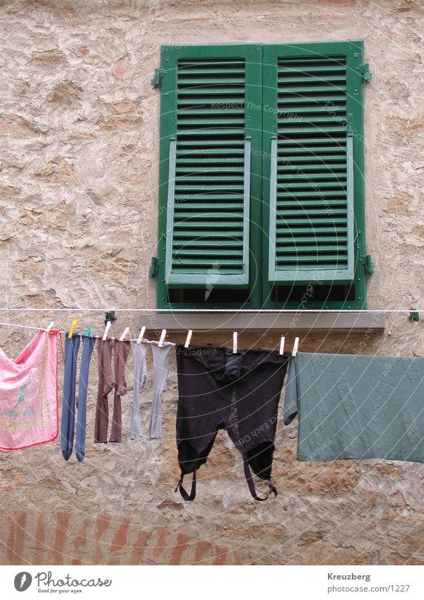 La Dolce Vita Wäsche Fenster Strümpfe Unterwäsche Italien Toskana Bekleidung