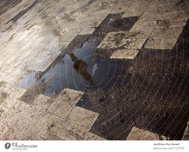 WASSERTURM Wasser dunkel kalt Traurigkeit Architektur Gebäude Berlin Stein Linie Regen trist Geschwindigkeit Platz nass verrückt kaputt