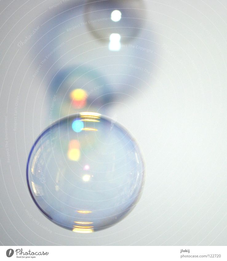 Flüchtig Wasser glänzend Ball rund Filmindustrie Vergänglichkeit Kugel Flüssigkeit blasen Geometrie Momentaufnahme Seifenblase platzen hohl schimmern spektral
