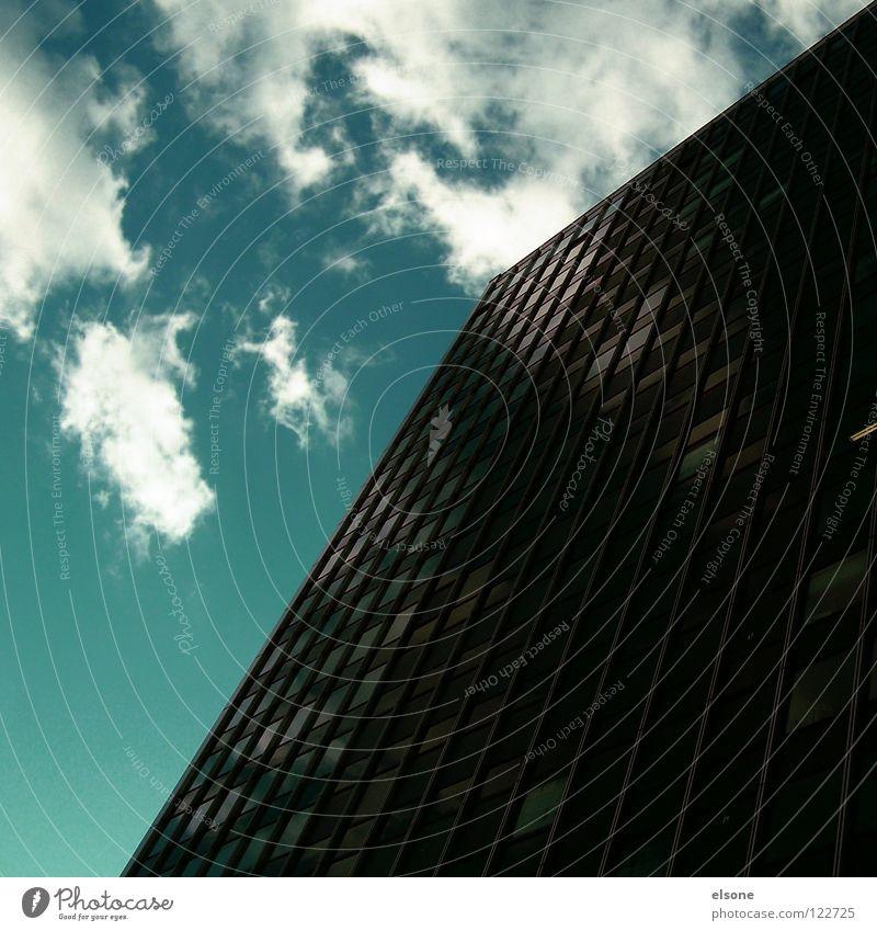 ::MONSTERLEGO-SCHWARZ:: Himmel blau Stadt Wolken Haus schwarz kalt dunkel Leben Fenster Freiheit oben grau Stein Gebäude